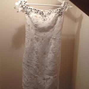 Min fina studentklänning som nu söker ny ägare, offshoulder och så fin på!