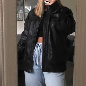 Snygg oversized skinnjacka, jag har vanligtvis storlek xs-s