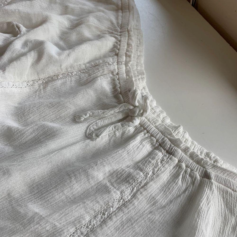 Budgivning i kommentarerna, från 50kr. Frakt ingår ej. Jag säljer en vit blus, i st 146 från Cubus. Fint skick, super skönt. Swipe för fler bilder.. Blusar.
