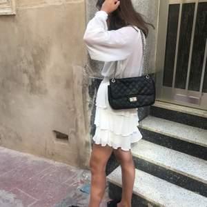 säljer nu denna gulliga klänningen från gina tricot! köpte förra sommaren och är sparsamt använd💘💘