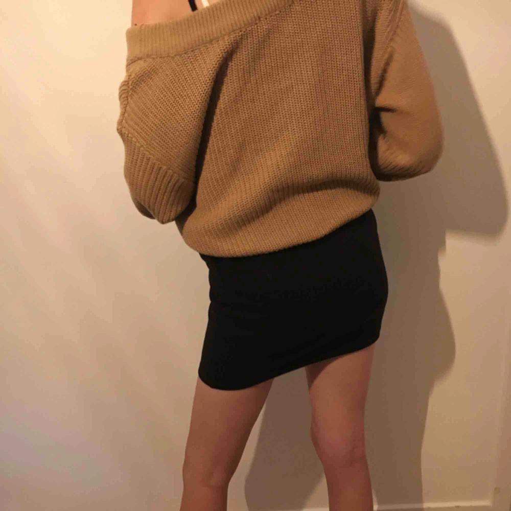 Svart kjol från New Yorker, aldrig använd. Frakt tillkommer om ej möte i Kalmar. Kjolar.