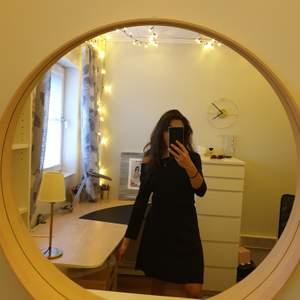 Super skön klänning i viskos, ribbad i överdel och slät i underdel, Stockholm LM, storlek s
