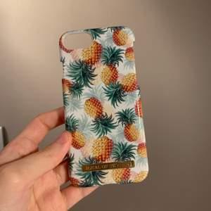 Ett jättefint ananas skal från ideal of Sweden. Säljer för att jag har skaffat ny mobil. Köparen står för frakt