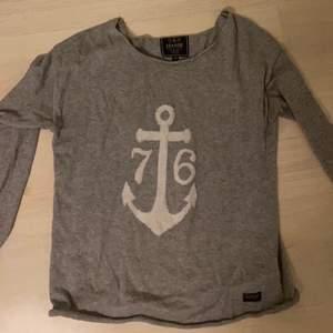 Skön tröja i bra skick nästan aldrig använd.