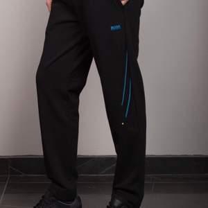 Tröjan till byxorna finns också👍🏻 Storlek M i båda