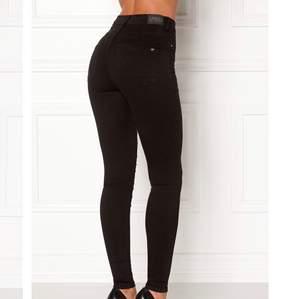 Jeans från bubbleroom, aldrig använda endast provade. Nypris 399kr säljs för 200kr + frakt.