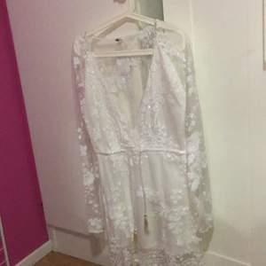 En jätte fin helt oanvänd klänning, är helt oanvänd !