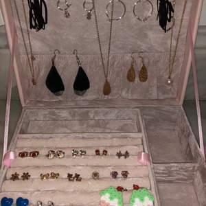 5-10kr/st på dessa fina silver och guldfärgade smycken som kommer från systrarna P, smultronet, Guldfynd osv💍💗💗  Skriv för fler bilder👉🏻