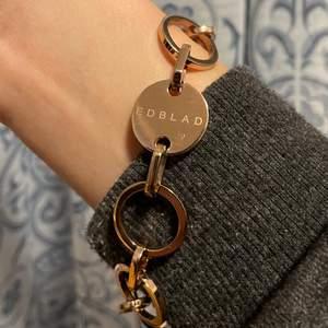 Armband från Edblad, Blank roséguldplätering på rostfritt stål. Nickelsäker. Nypris c. 299kr Använd cirka 2 gånger.