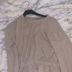 Jättefin beige tröja storlek XS