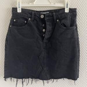 Jeans kjol i stl 34! Från Gina tricot 🖤