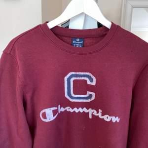 Säljer denna tröja då det var ett spontan köp som jag ångrade väldigt fort! Är använd 1 gång och är jätte skön invändigt. Priset kan diskuteras vid snabb affär! Frakten ingår inte🥰