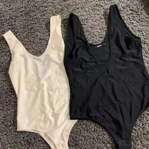Två vanliga bodys (svart storlek L) (krämvit storlek S). Kommer aldrig till använda, svart too har längre skurning vid brösten.