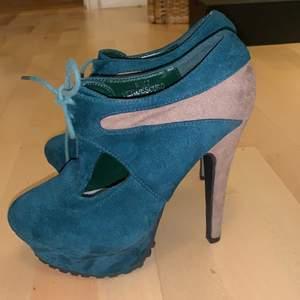 gröna heels som är köpta på secondhand. själv har jag aldrig använt de