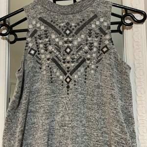 Säljer ett linne i storlek 134-140/XXS-XS 😚stretchigt material💞köparen står för frakt och tar endast emot swish!