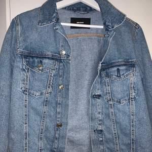 Fin jeansjacka ifrån bik bok. Väldigt fin skick men kommer tyvärr aldrig till användning.