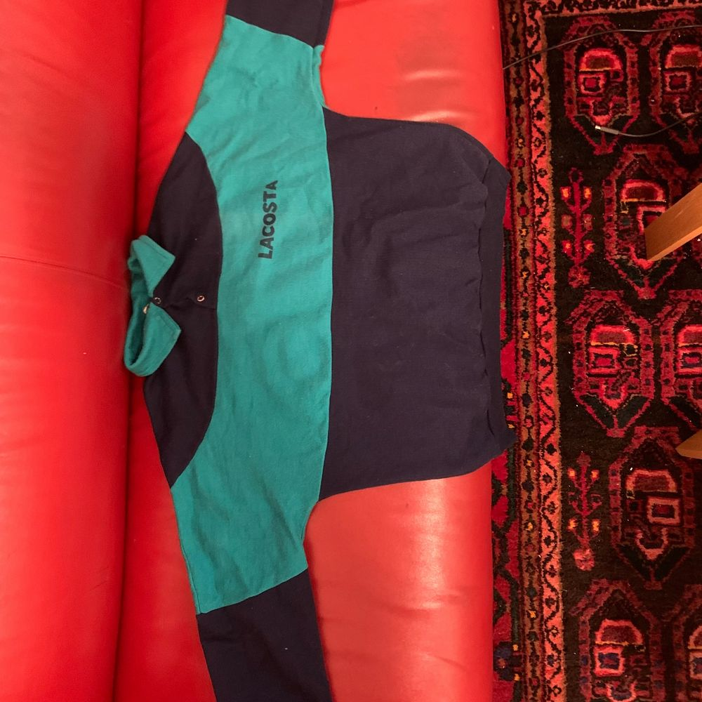 Sjukt snygg sweatshirt köpt på second hand. Inga hål eller fläckar. Den har tyvärr inte kommit till så mycket användning🤗👍🏼. Tröjor & Koftor.