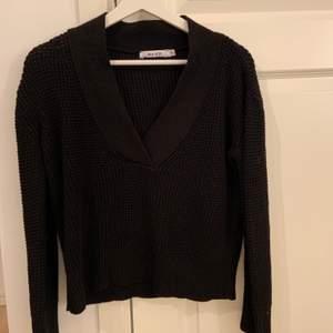 Svart tröja från Nakd i strl XXS den passar en xs med. Aldrig använd. Fint skick. 90kr + 66kr i frakt.