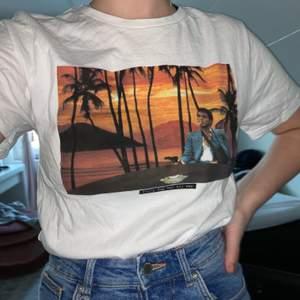 Tshirt från Dedicated som är såå cool! Men kommer inte till användning :( Använd typ 2 gånger så är i princip som ny ☮️  nypris 300