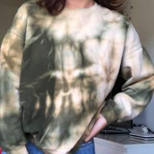 Supermysig tiedye sweatshirt från pull&bear! Frakt 79kr ⚡️🧚🏻♀️