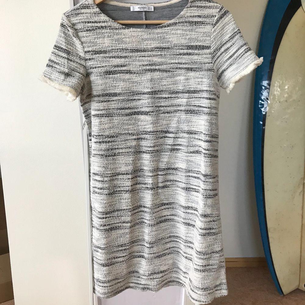 Ljus & fräsch klänning från Mango i strl S ✨ köparen står för frakten . Klänningar.