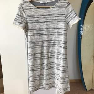 Ljus & fräsch klänning från Mango i strl S ✨ köparen står för frakten