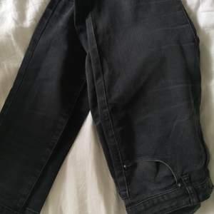 HERR! Svarta jeans från Lager 157. I bra skick. Storlek M. 50 kr. Köparen står för frakten! 🌸
