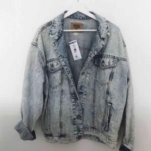 Oversized vintage jeansjacka i märket GAP som inte kommit till användning. Fraktkostnad tillkommer. 💌