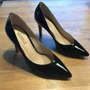 Leather pumps, worn 3-4 times only in the office