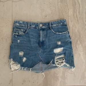 Jätte fin jeans kjol i storlek s ifrån zara 😍
