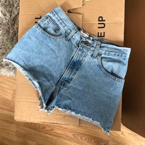 Blåa shorts i stl S