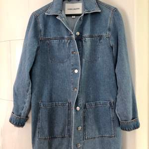 Carin Wester jeans jacket, perfekt conditions, fit straight and little long. Size XS but works for an S too. Shipping included