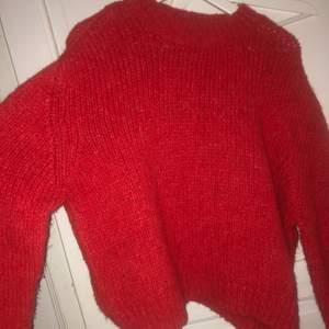 Stickad tröja från chiquelle. Endast använd en gång. Storlek S