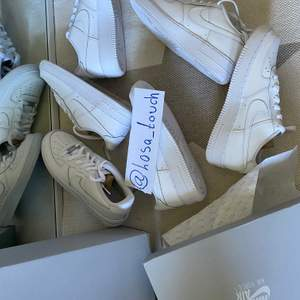 Jag har en Instagram där jag tillsammans med andra designar olika Nike Air force 1 👟 Instagram: Losa_touch   Skicka bild på en custom design som du tycker om, skorna målas så snabbt som möjligt för dig och skickas till dig! Alla storlekar
