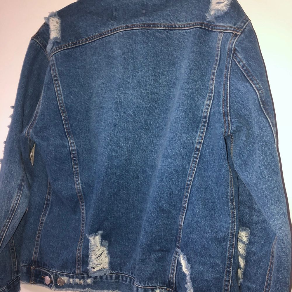 Jacka som aldrig används stl xs jackan är oversize . Jackor.