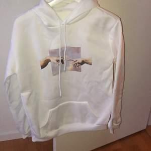 Sprillans ny hoodie MEN köpt i Kina så vet ärligt inte hur det är med kvaliten! Så skyll inte på mig om den skulle vara i dåligt skick:(