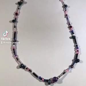 Halsband. Utan berlock, klädnypa med nyckelpiga eller svamp