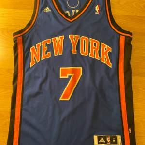 Säljer min basket tröja som jag köpte för 950kr skicket på den är 10/10 då den är ganska ny