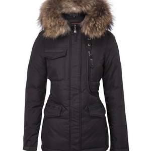 Den är i bra skick och jag har köpt en ny jacka så därför så säljer jag den. #vinter jacka #hollise jacka