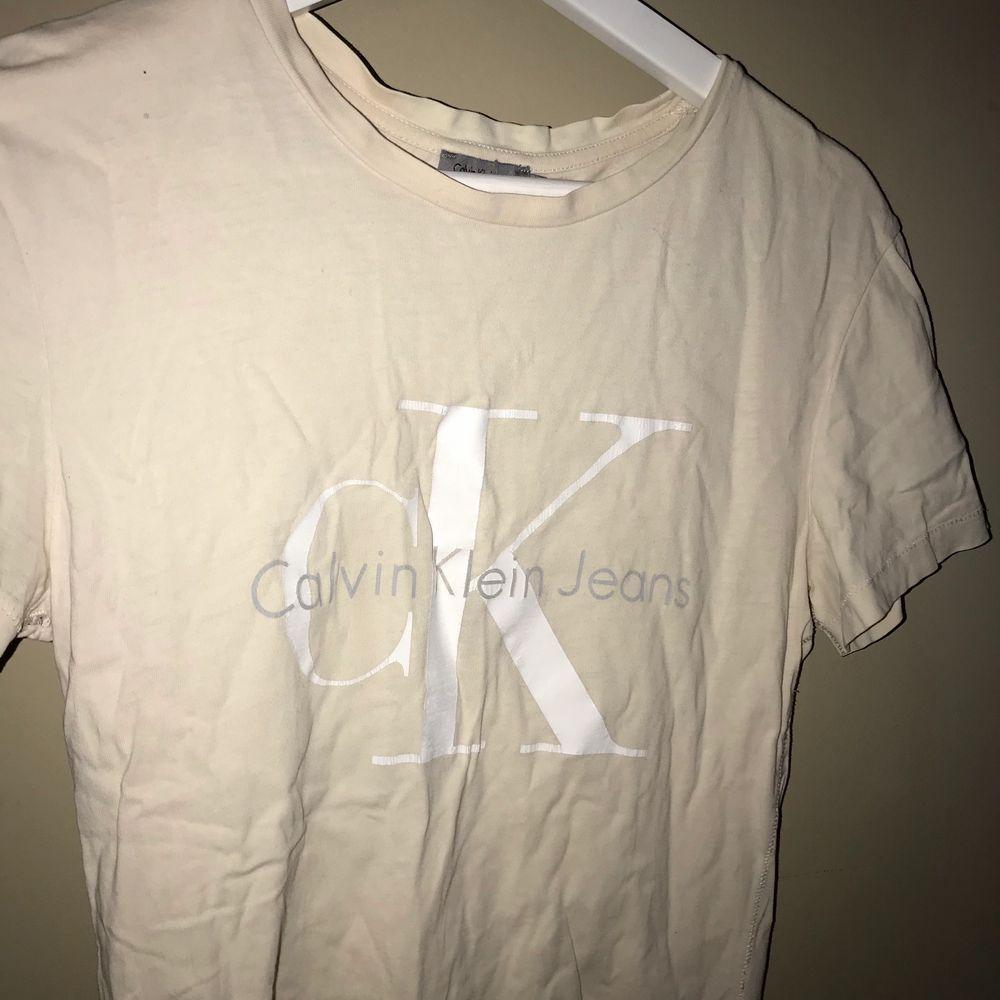 Calvin Klein tröja i storlek S💗. T-shirts.