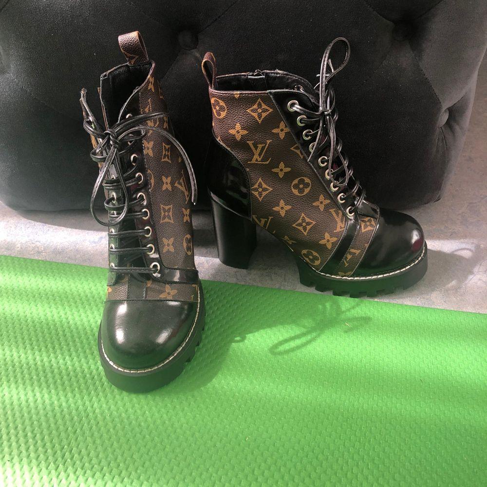 Nya Louis Vuitton boots . Stl 39 . Aaa+ kopia äkta läder. Skor.