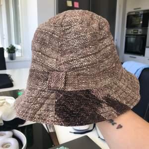 Fint skick! Super fin bucket hat! Frakt 22 kr