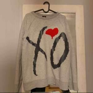 Säljer min H&Mx the weekend collage tröja pga att den ej används längre. En perfekt over size tröja. Betalning via Swish  Pris går att diskutera