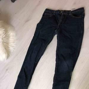 Mörkblåa vila jeans använda 1 gång + feakt