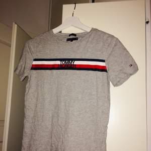 Tommy Hilfiger t-shirt från Kidsbrandstore, oavänd🥰 frakt tillkommer💘💘