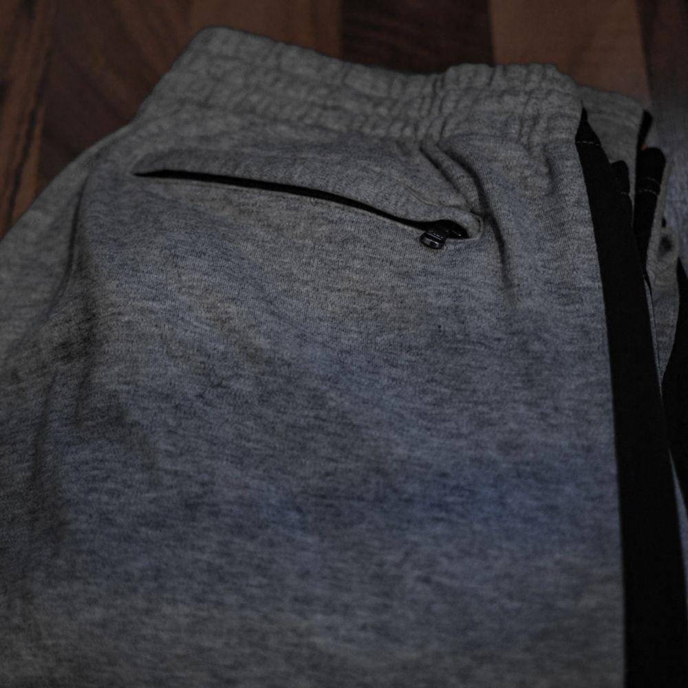 (vid snabb affär kan jag gå ner i pris) Ralph Lauren-mjukisbyxa. Den har två dragkedjefickor där fram och en dragkedjefickor där bak. Väldigt bra skick och materialet är väldigt mjukt och supermysigt! Passar Medium men även L beroende på hur man vill att den ska sitta👍 kan frakta den och mötas upp :D. Jeans & Byxor.