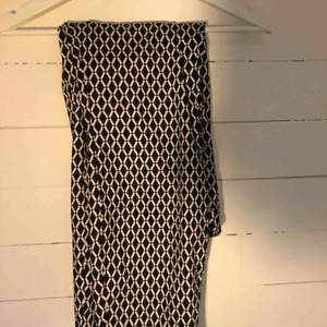 Kostym byxor ifrån H&M En fejkficka på baksidan. I bra skick!  Säljer pga för stora  Köparen står för frakten😌