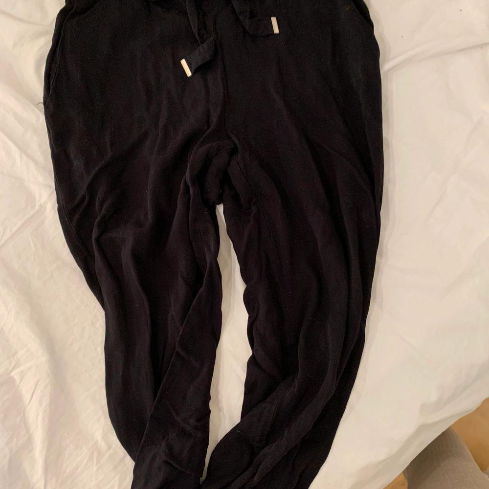 Mjuka byxor, sparsamt använda.. Jeans & Byxor.