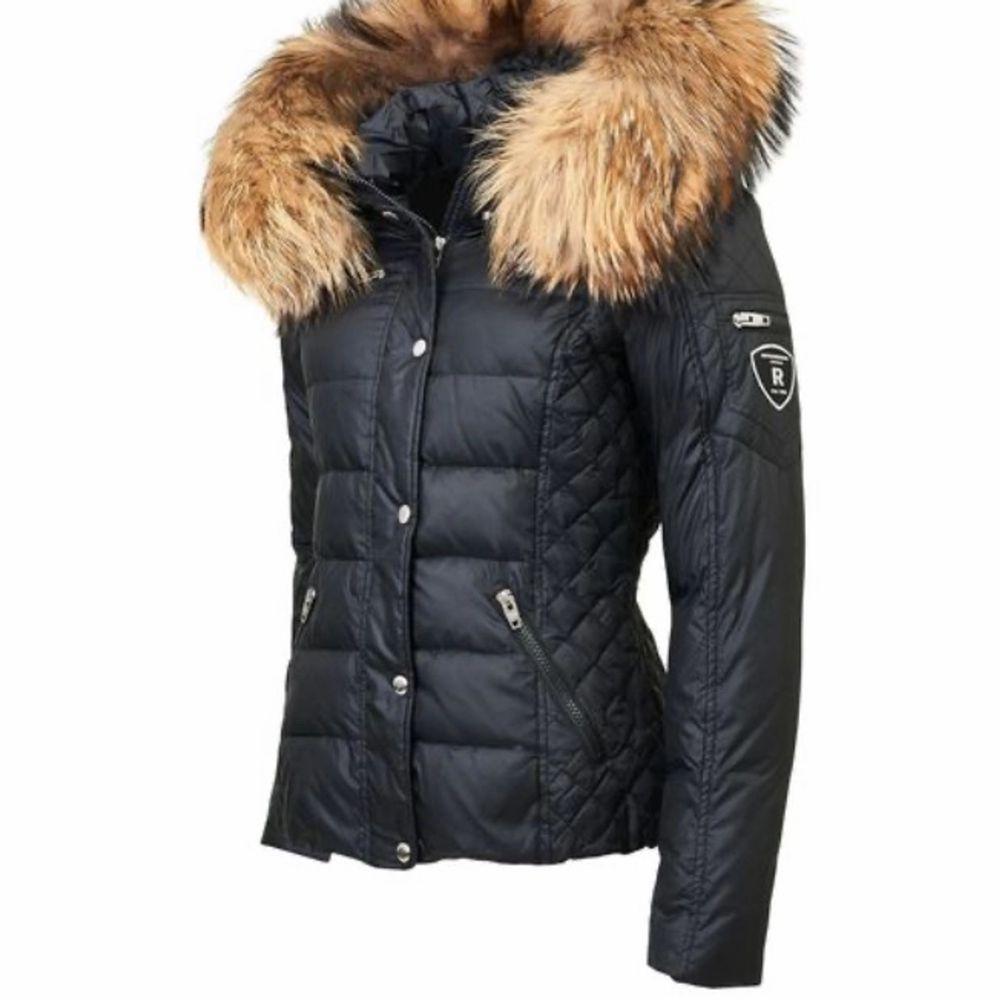 Säljer min Rock & blue jacka som är använd en vinter, storlek 36 men passar upp till storlek 38, finns inget slitage eller fel på jackan, den ser ut som ny.                                                                                Säljer för 1990kr.                                                       Nypris 3699kr.                                                             Dm för fler bilder.                . Jackor.