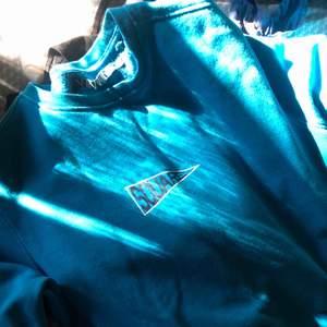 Skit cool sweatshirt från carlings, har tyvärr inte kommit till användning.